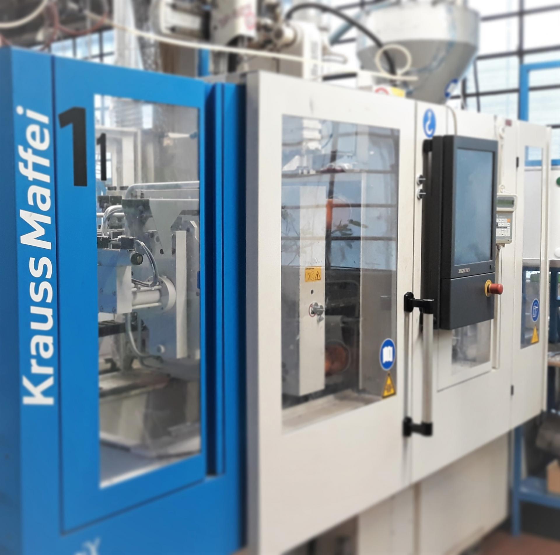 3 injection molding machines Krauss Maffei